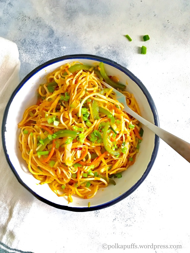 Vegetarian lo mein recipe Chow-mien recipe How to make street style Schezwan noodles Polkapuffs recipes Shreya Tiwari photography Vegan noodle recipe Schezwan noodle recipe